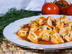 Тортеллини с мясной начинкой в томатном соусе