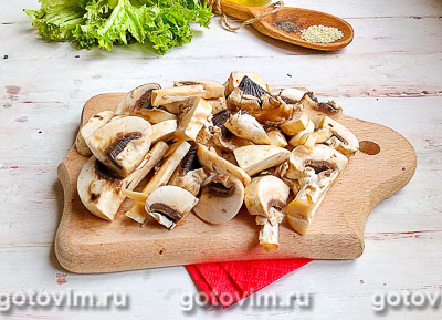Тёплый салат из курицы с грибами и овощами, Шаг 03
