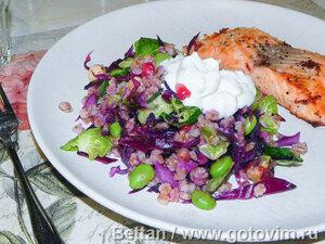 Тёплый салат с перловкой, краснокочанной и брюссельской капустой