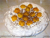 Торт-безе ореховый со взбитыми сливками и абрикосами