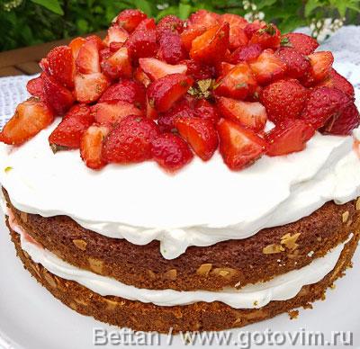 Бисквитный торт с клубникой, лаймом и мятой. Фотография рецепта