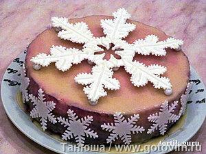 Торт из миндального бисквита с малиновым муссом и желе «Малиновый микс»