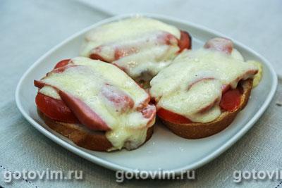 Тосты с кетчупом и помидорами. Фотография рецепта