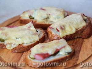 Тосты с сосисками, огурцом и сыром