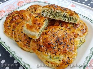 Турецкие буреки со шпинатом и сыром фета (Gül böreği)