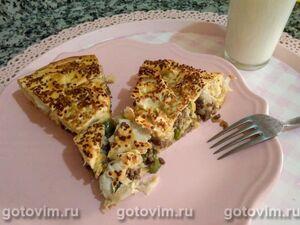 Турецкий пирог бёрек с мясной начинкой из теста юфка