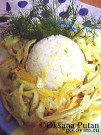 Тушеные кальмары с овощами и сметаной. Фотография рецепта