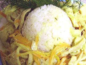 Тушеные кальмары с овощами и сметаной
