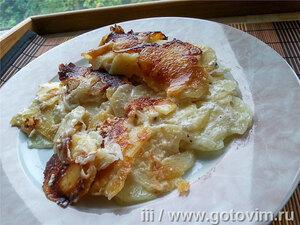 Тушёно-томлёный картофель с луком и сметаной
