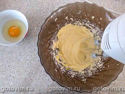 Творожный пирог с персиками и воздушной меренгой, Шаг 06
