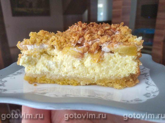 Творожный пирог с персиками и воздушной меренгой. Фотография рецепта