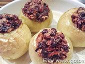 Яблоки запеченые с сухофруктами и орехами
