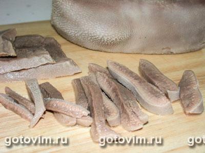 Салат из языка с орехами и чесноком, Шаг 03