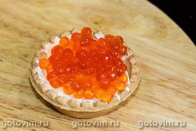 Закуски в тарталетках с сыром и красной икрой «Ёлочки»