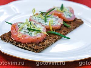 Закуска из красной рыбы с авокадо и творожным сыром