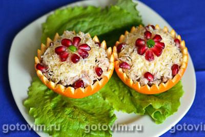 Салат из курицы с апельсинами в апельсиновых корзиночках. Фотография рецепта