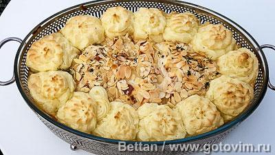 Запеканка из семги с пореем и розочками из картофельного пюре. Фотография рецепта