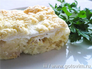 Картофельная запеканка с рыбой под белковой шапкой