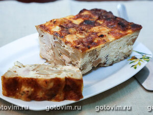 Запеканка из куриной грудки с беконом и хлебом