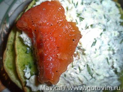 Зеленые блины с красной рыбой, Шаг 04