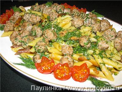 Жареные макароны с фрикадельками. Фотография рецепта