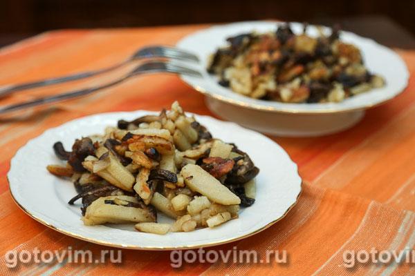 Замороженные опята с картошкой жареные на сковороде