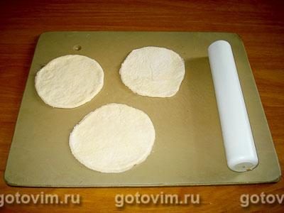 Жареные пирожки с черной смородиной, Шаг 01