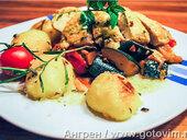 Цуккини и томаты-шерри с куриной грудкой и розмариновым картофелем