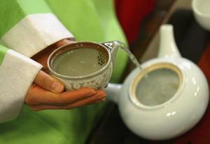 Американские учёные института Файнштейна установили, что главный компонент зелёного чая является прекрасным средством от сепсиса. Фото: Chung Sung-Jun/Getty Images