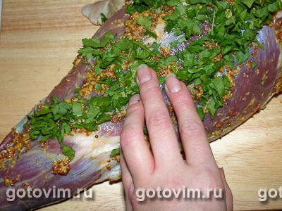 Баранья нога, запеченная с горчицей и зеленью