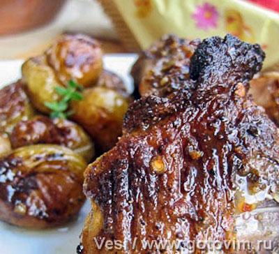 Мясо молодого барашка, запеченное с мятой и вином (vesi и gluck)