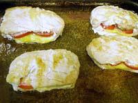Кармашки из свинины с помидорами и сыром