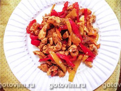 Куриные грудки с перцем трёх цветов