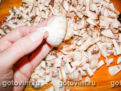 Куриный рулет с грибами, сыром и орехами