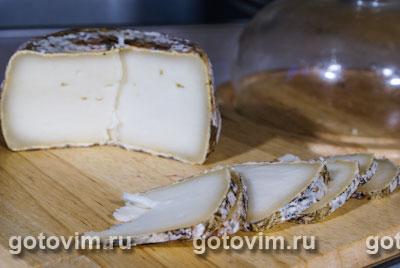 Свиная шейка с козьим сыром