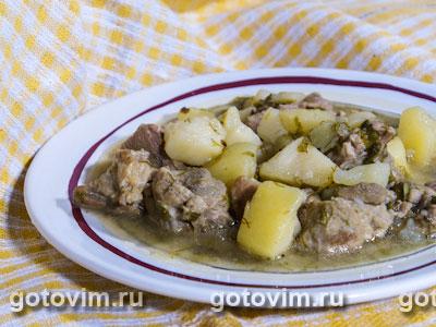 Тушеное мясо с картофелем и зеленью