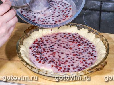 Пирог с брусникой и сливками