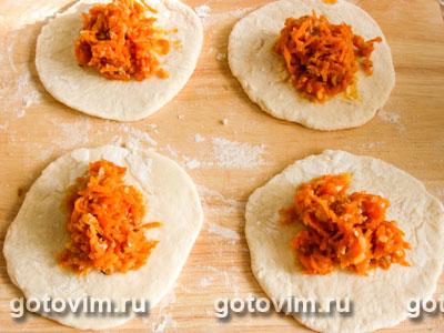 Пирожки с морковью и орехами