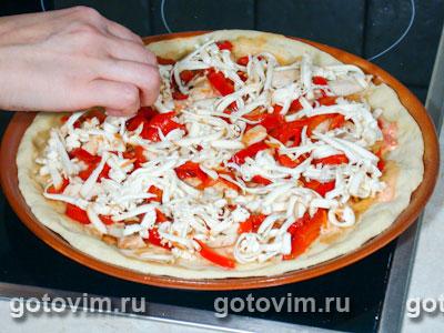 Пицца с курицей и маринованным перцем