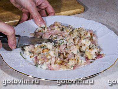 Куриный рулет с шалфеем и хлебной начинкой