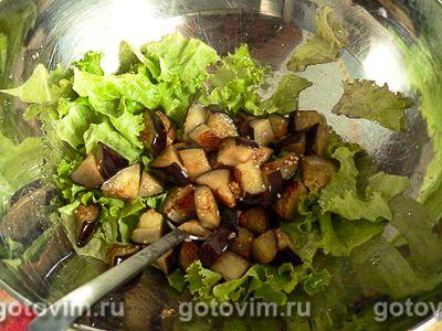 Теплый салат из баклажанов с сыром