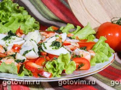 Салат из креветок с яйцом