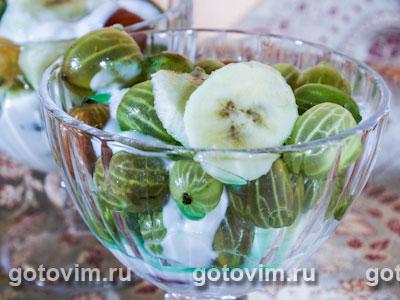 Салат из крыжовника и бананов