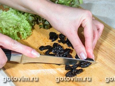 Салат с копченой куриной грудкой и черносливом