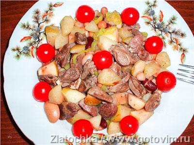 Салат из куриных сердечек с фасолью и яблоками