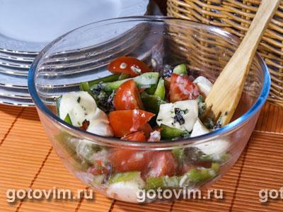 Весенний салат с моцареллой (для пикника)