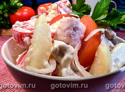 Салат из пангасиуса с картофелем и помидорами