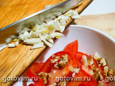 Салат из помидоров с орехами