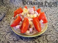 Салат из ветчины с сыром, грибами и помидорами