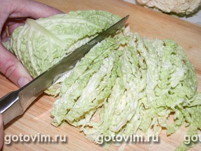 Зеленый салат с ореховым соусом